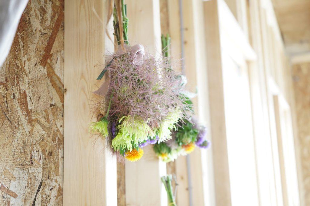 スプレーマム(ロレト)、スモークツリー、紅花、スターチスのドライフラワー