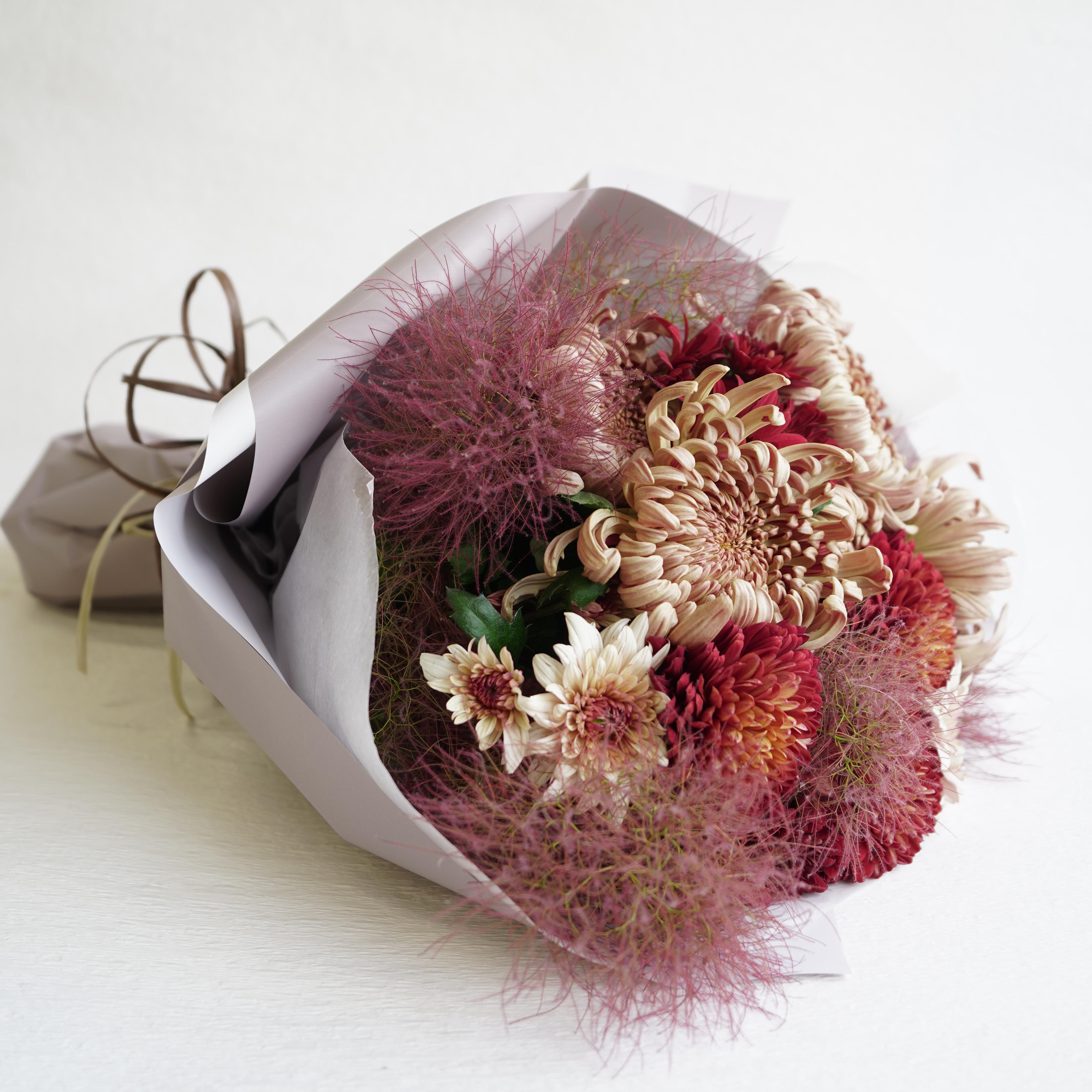 ココア色のマムの花束
